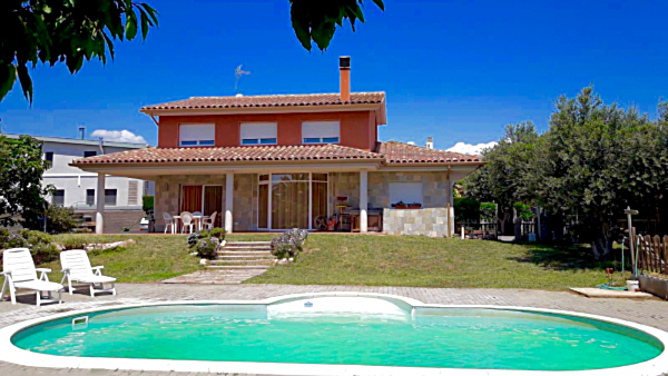 Renting of houses with private swimming pool on the Costa Dorada. Cambrils, Miami Platja, Las Tres Calas, Ametlla de Mar